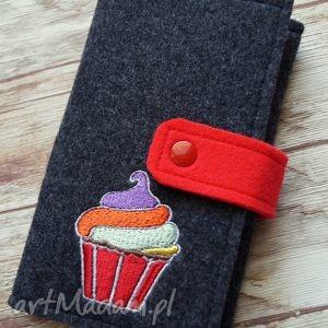 Prezent Filcowe etui na talefon z haftem - cupcake :), etui, smartfon, filcowe