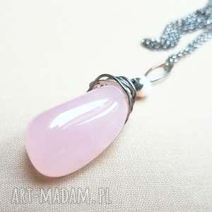 Naszyjnik ze srebra i różowego kwarcu, srebro, oksydowane, delikatny, kobiecy