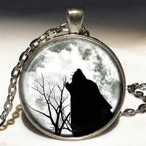 wilk - medalion z łańcuszkiem - księżyc naszyjnik, wilkiem