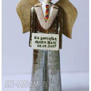 ceramika anioł stróż z tabliczką, anioł, ceramika, dedykacja, chrzciny