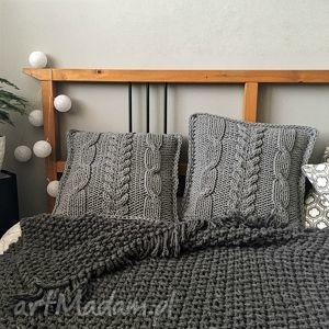 komplet poduszek dzierganych - plecionka warkoczowa, poduszka, rekodzieło