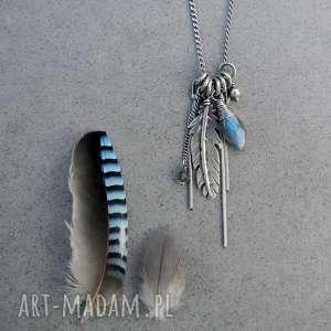 Piórko z niebieskim połyskiem, boho, piórko, łańcuszki, wiszący, romantyczny