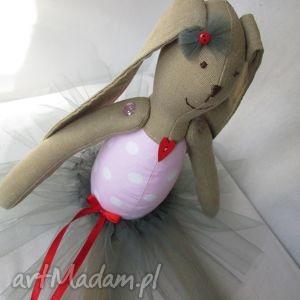 wyjątkowy prezent, zabawki baletnica serduszko, balerina, baletnica, roczek, chrzest
