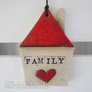 Domek zawieszka family z serduszkiem, dom, ceramiczny, czerwony
