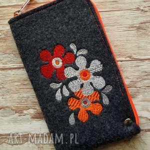 handmade etui filcowe na telefon - retro kwiatki