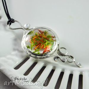 ręcznie zrobione naszyjniki marchewka z groszkiem - wisior z kwiatami i mchem