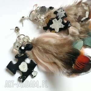 handmade klipsy totalne szaleństwo, pióra, malowane puzzle, koraliki, lekkie i bujne