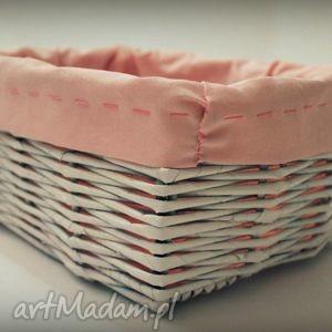 mały biały koszyk z wikliny papierowej, koszyk, wiklina, papierowa, materiał, różowy