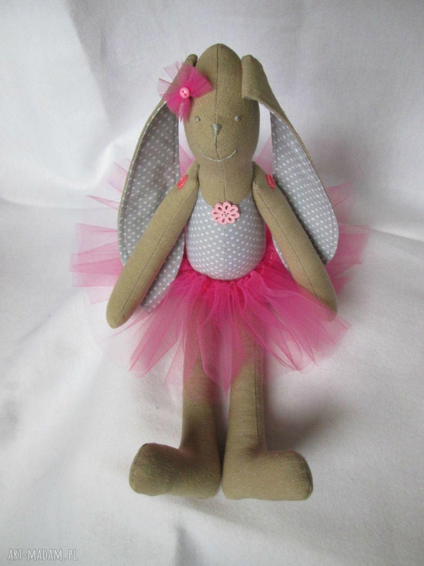 eleganckie lalki baletnica siedząca
