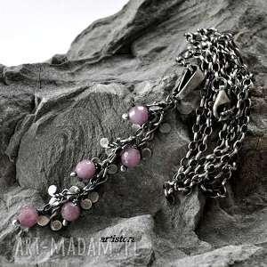 wisiorki rubiny w srebrnych listkach, srebro, oksydowane, rubiny, fasetowane