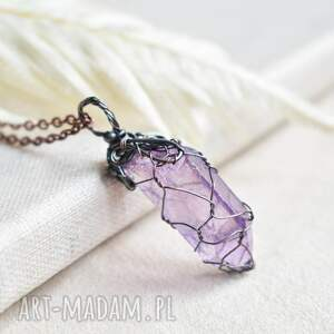 ręcznie zrobione naszyjniki lavender net - naszyjnik z kryształem w barwie