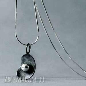 ręczne wykonanie wisiorki modernistyczny wisiorek ze srebrną kulką