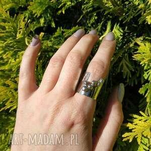 srebrny pierścionek z kulkami, kulki, surowy, srebro, minimalistyczny, prosty