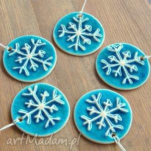 hand-made pomysł na świąteczne prezenty ceramiczne śnieżynki
