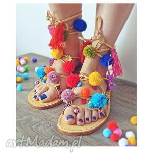 ręczne wykonanie buty 40 - kolorowe rzymianki z pomponami w stylu boho
