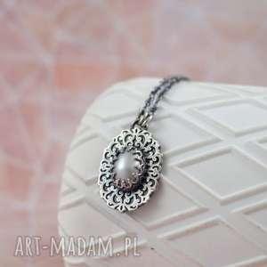 ręcznie wykonane naszyjniki vintage style - naszyjnik z perłą