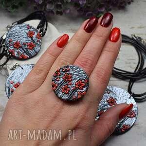 duży, regulowany pierścionek czerwone kwiaty, duży pierścionek