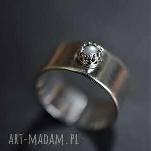 regulowany pierścień z perełką, pierścionek perłą, regulowana obrączka, perła