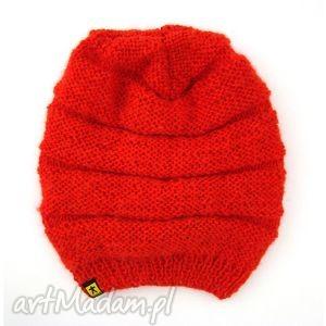 długa czerwona czapka, czapeczka, prezent, mikołaj, jesień, zima