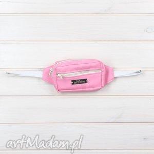 mała nereczka torebka na pas saszetka różowa dla dziewczynki, nerka