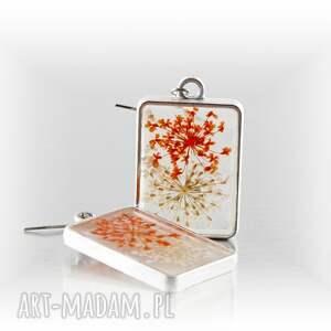 kolczyki z kwiatkami w prostokątnych ramkach