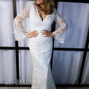 ślub zjawiskowa suknia ślubna uma piękne, rozszerzane rękawy, nietuzinkowa