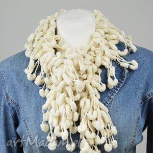 pom-pon scarf - ecru - ecru, jasny, zabawny, ciekawy, kobiety, elegancki
