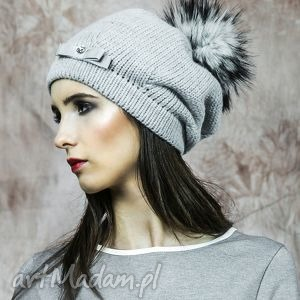 Ciepła czapka z futrzanym pomponem czapki kasia miciak design