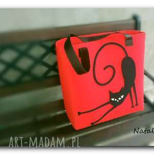Duża czerwona, minimalistyczna torebka z aplikacją 3d zapinana