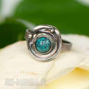 pierścionek w surowym stylu z turkusem a873