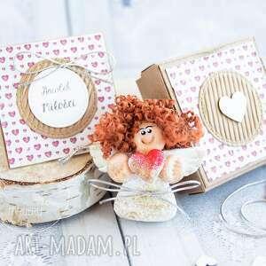 ręczne wykonanie kartki aniołek miłości. Personalizowana kartka