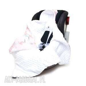 pracownia-milutka kocyk do fotelika nosidełka kolibry biały, minky