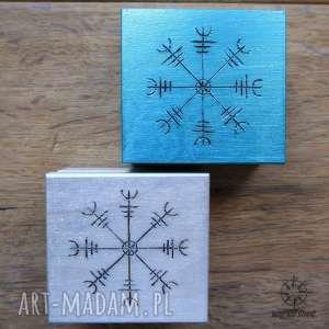 Zestaw prezentowy Aegishjalmur: 2 małe drewniane pudełka z runami, pudełka,