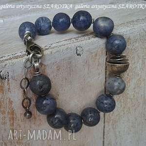 jeansowa bransoletka z korala i srebra, koral gąbczasty, srebro oksydowane