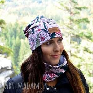 czapka kolorowa kwiaty na pdrowym różu, czapka, beanie, kwiaty, pastelowa