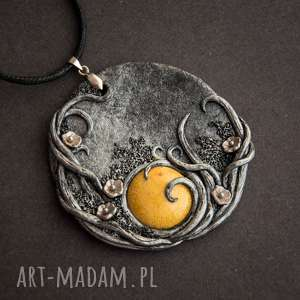 wisiorki wisior w kształcie medalionu z musztardową ceramiką, wisior, ceramika