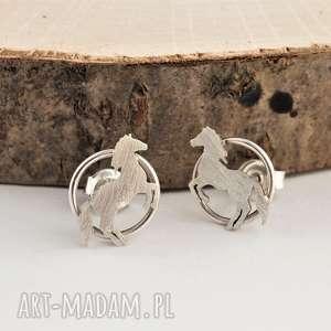 srebrne konie kolczyki