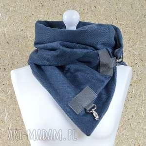 ręcznie robione szaliki szal przygaszony niebieski z szarą skórą