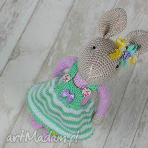 szydełkowy króliczek chloe - króliczek, przytulanka, maskotka, dziewczynka