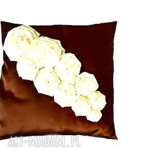 molicka poduszka ozdobna z tafty różami w brązie i ecruwla, róze, tafta, poduszka
