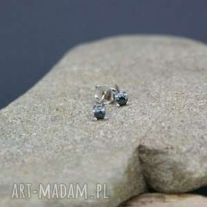 kolczyki srebrne z kryształkiem, kolczyki, srebrne, kryształki, malutkie