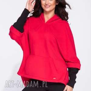Luźna bluza kangurka damska w czerwonym kolorze z czarnymi rękawami, oversize, luźna