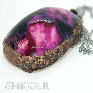 wisior z różowym agatem, agat, miedziowanie, unikatowa biżuteria