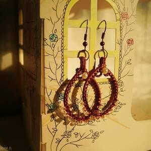 handmade kolczyki klasyka w perłowych paciorkach - kolczyki z koralików i zaplatanej miedzi