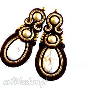 Kolczyki sutasz wkrętki w brązie, złocie i ecru molicka sutasz