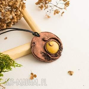 wisior medalion z żółtą ceramiką, wisiorek, wisior, medalion, naprezent, dlamamy