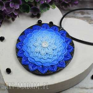 ręcznie zrobione wisiorki wisiorek mandala w odcieniach niebieskiego