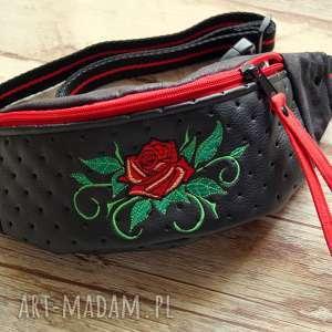 Prezent Saszetka - nerka, saszeta, róża, prezent, torebka, modna