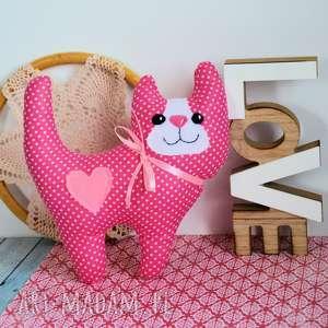 Uśmiechnięty kotek - różyczka 20 cm maskotki maly koziolek kot