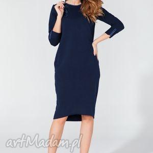 ręczne wykonanie sukienki sukienka midi z ozdobną lamówką i troczkiem t106 kolor granatowy - tessita
